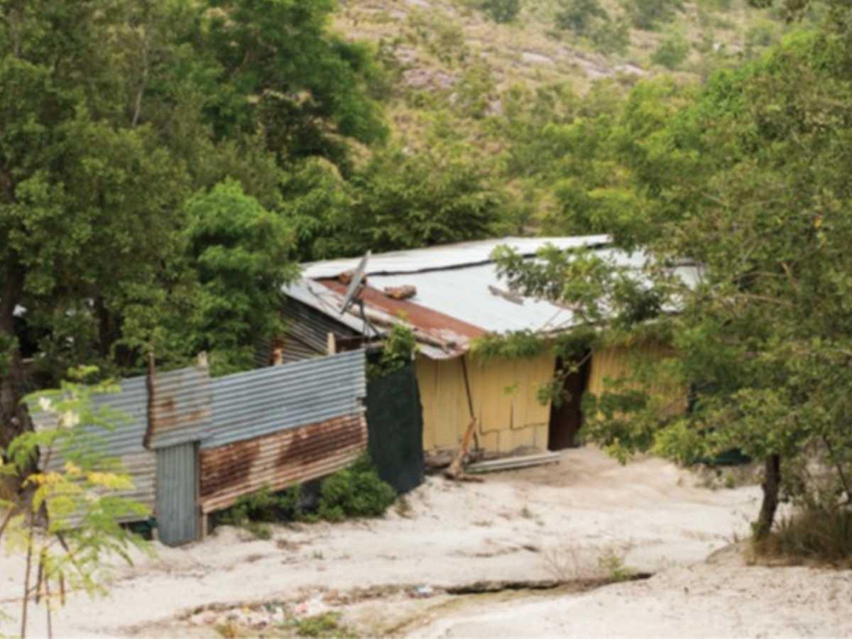 Así son las viviendas del asentamiento de Martina Bustos. Crédito Eyleen Vargas.